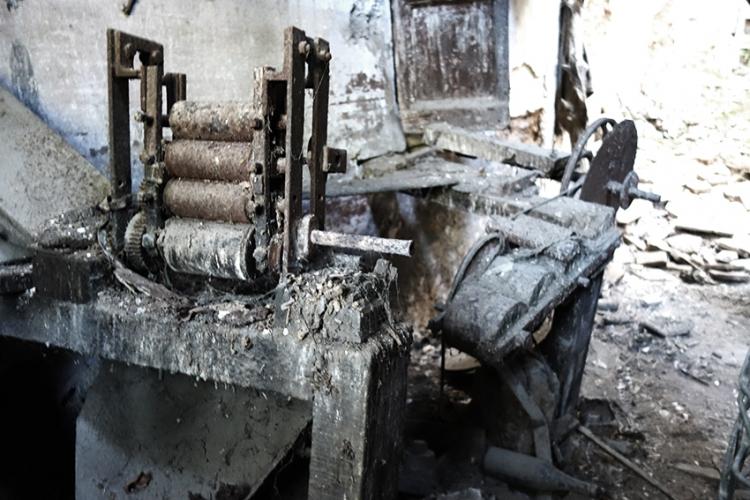 Màquina-de-planxar-casa-número-6-carrer-del-pont.-Editada.-David-García-Mateu-750x500.jpg