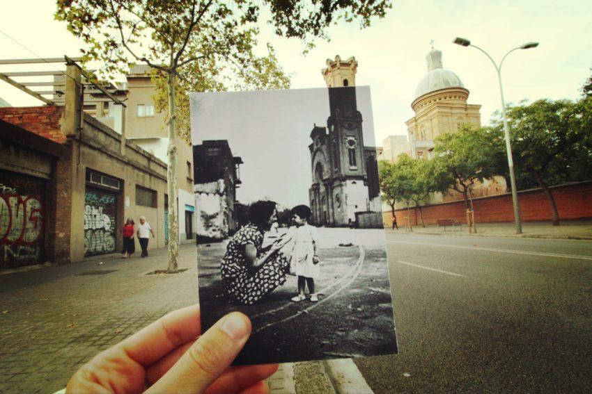 una-dona-parla-amb-la-seva-filla-al-carrer-segre-amb-la-parroquia-de-sant-andreu-de-palomar-al-fons-lany-1952