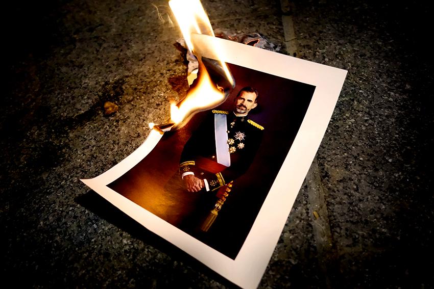 fotografia-rei-felipe-vi-quemandose-editada-david-garcia-mateu