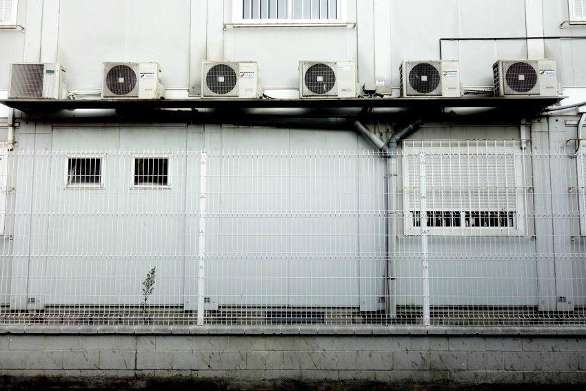 Els barracons del futur Institut vistos des del carrer de Parellada / DGM
