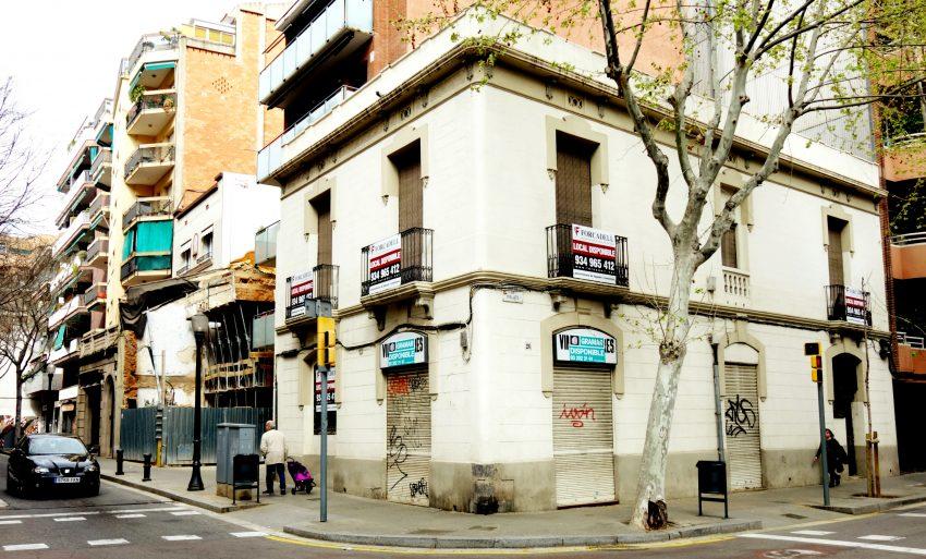 Edifici Vinos y Licores Garcia / DGM