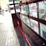 Una immobiliària exposa els seus anuncis de lloguer / DGM
