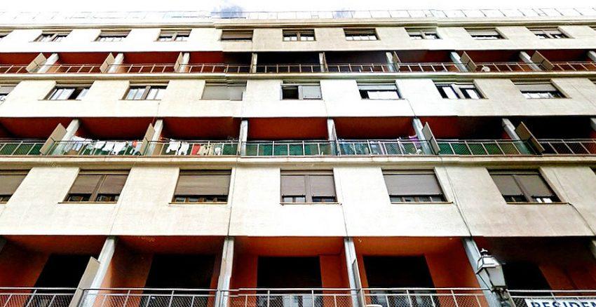 L'edifici de la Casa Bloc acull desenes de famílies refugiades / ARXIU