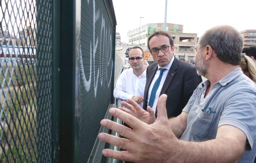 Els veïns de la Sagrera expliquen al conseller Josep Rull el projecte de l'estació DGM