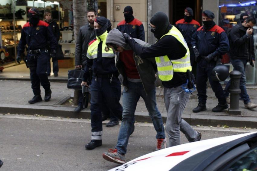 Un veí del carrer Gran de Sant Andreu és detingut pels Mossos d'Esquadra en l'Operació Pandora: INSURGENTE.ORG