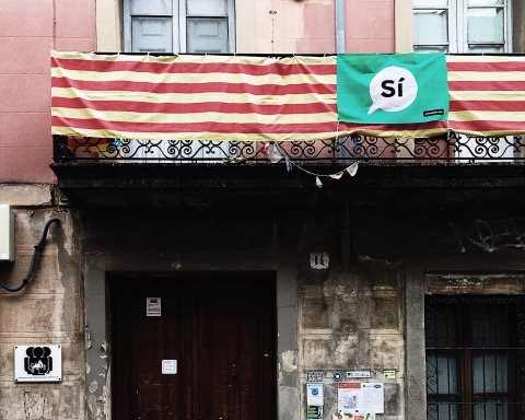 Pancarta del 'Sí' al local de l'AVV de Sant Andreu de Palomar / DGM