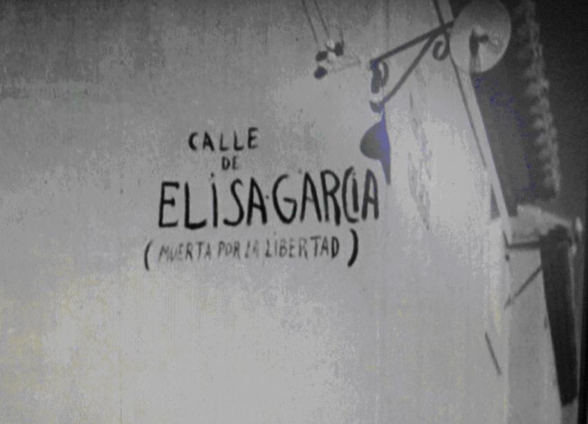 "Imatge del documental de la cinematográfica de la CNT, on es pot llegir ""Calle Elisa Garcia"""