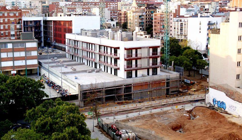 Edifici en construcció de Solvia, mentre avancen les obres de la zona verda / DGM