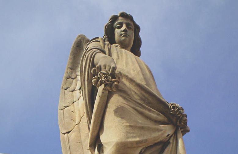 L'Escultura d'un àngel al Cementiri de Sant Andreu / CEMENTIRIS DE BARCELONA SA