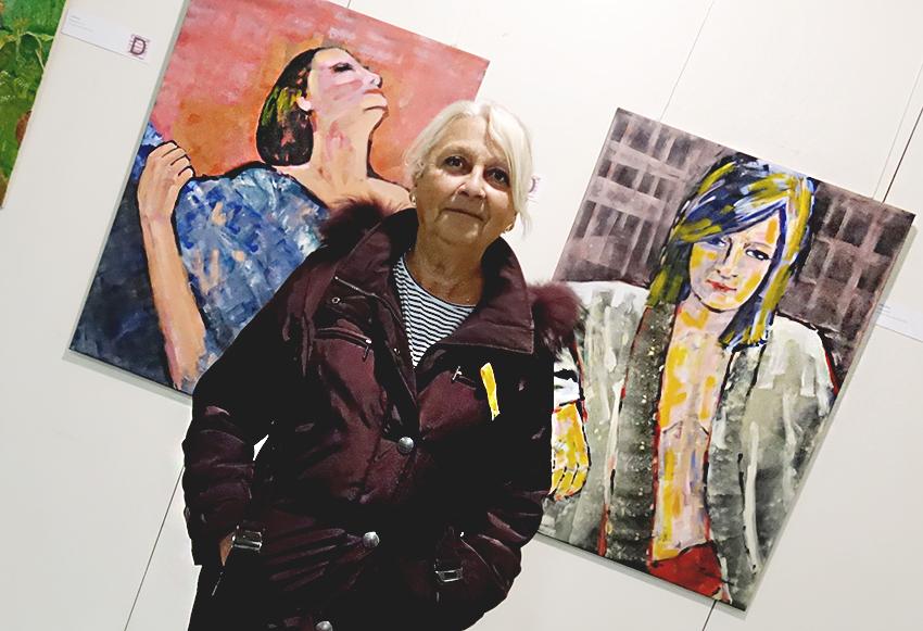 Cèlia Vallès, amb les seves dues obres, 'Dona' i 'Llibertina' / DGM
