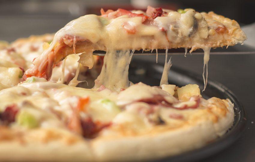La varietat d'ingredients que se li pot afegir a una pizza la converteix en màgica / ARXIU