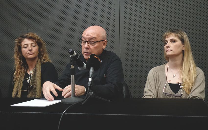 A la dreta, la portaveu de l'AV de Sant Andreu Sud, Cristina Galan / DGM