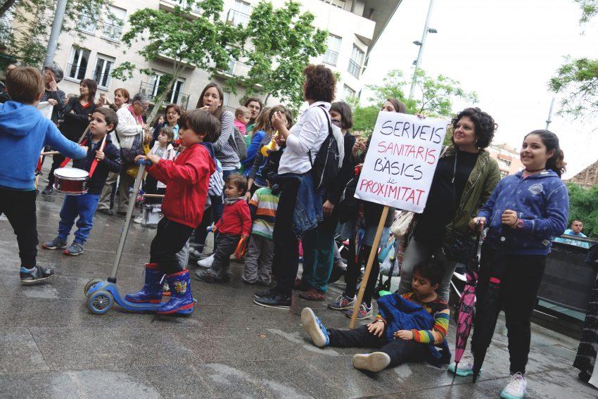 Concentració en defensa de la pediatria al CAP de la Sagrera / DGM