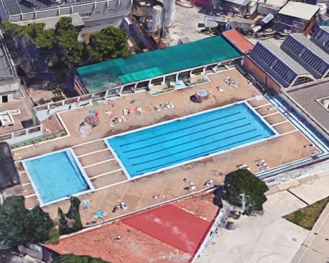 La piscina, abans de ser enderrocada / GOOGLE MAPS