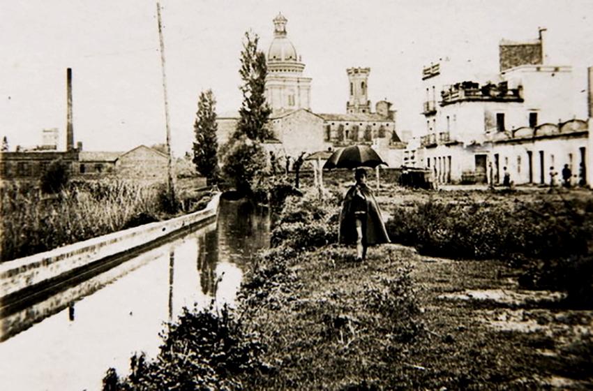 El Rec Comtal, al seu pas pel carrer del Cinca / Fons Lourdes Pinyol