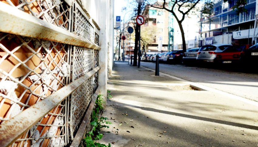 Detall de la façana del bingo al carrer de la Residència / DGM