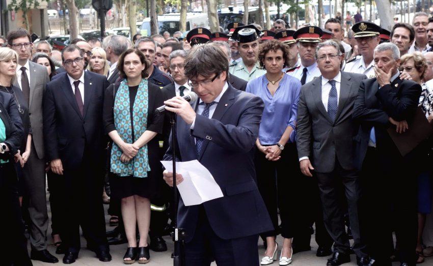 Carles Puigdemont i Ada Colau a homenatge per les víctimes de latemptat dETA a l'Hipercor / DGM