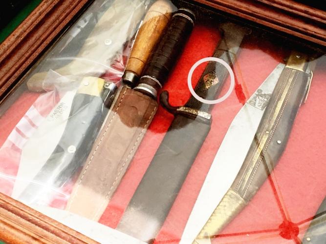 Ganivet-amb-emblema-feixista-667x500.jpg