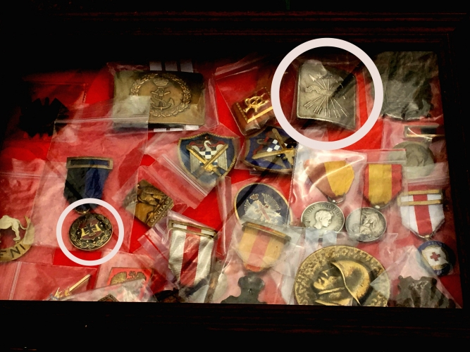 Medalles-de-la-División-Azul-i-del-jou-amb-les-fletxes-feixistes-667x500.jpg