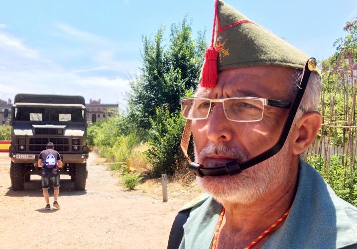 Una-persona-vestida-de-legionario-fent-tasques-organització-DGM-717x500.jpg
