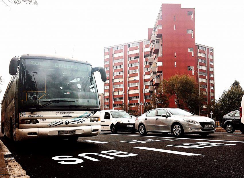 Un autobús circula pel nou carril reservat de l'avinguda Meridiana / DGM