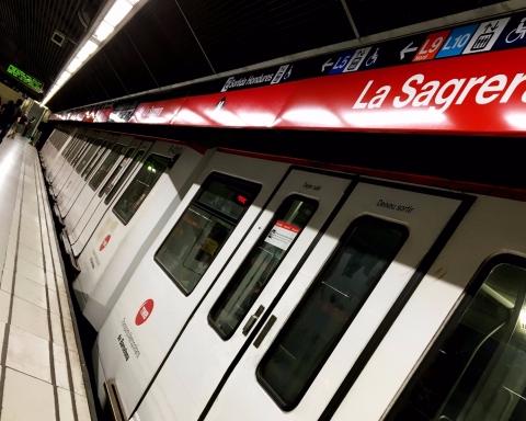Un metro aturat a l'estació de La Sagrera / DGM
