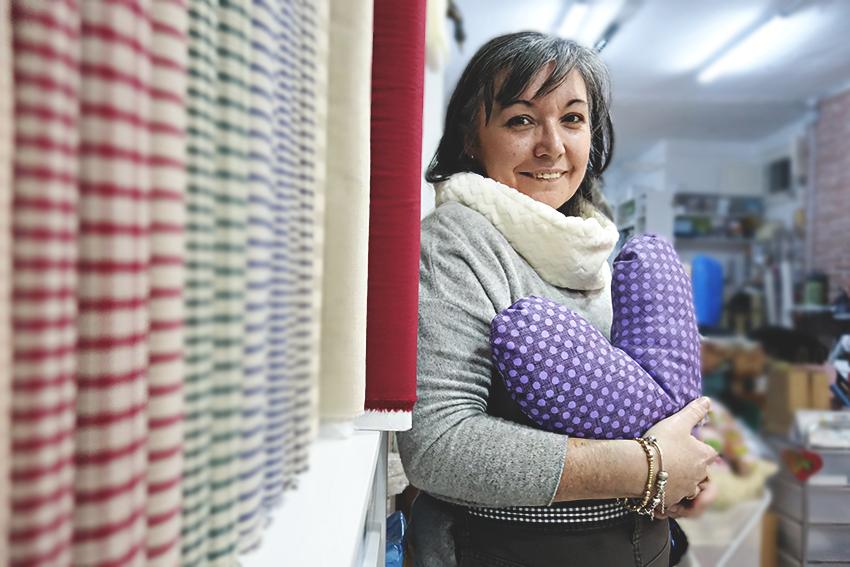 Lina del Castillo, al seu taller de coixins / DGM