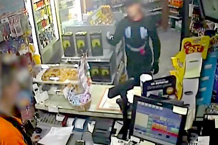 Les càmeres de seguretat van captar com l'home actuava en els seus assalts / MOSSOS D'ESQUADRA