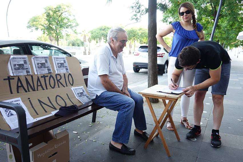 Veïns recullen signatures contra el tanatori de Casernes / DGM