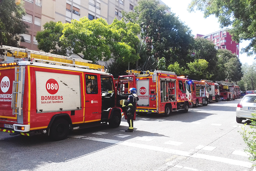 Incendi a la plaça de Mossèn Clapés / VÍCTOR LURBE